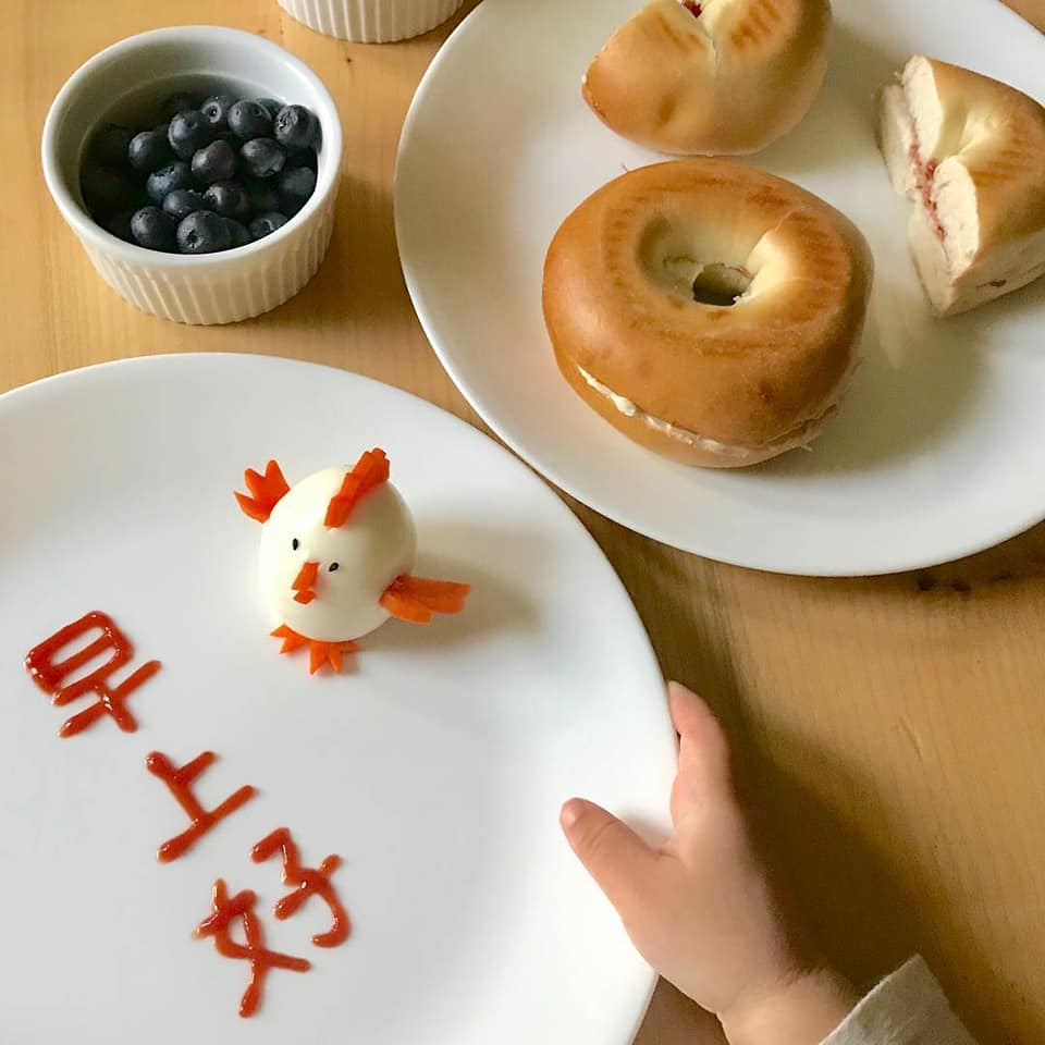 writing Chinese characters with ketchup