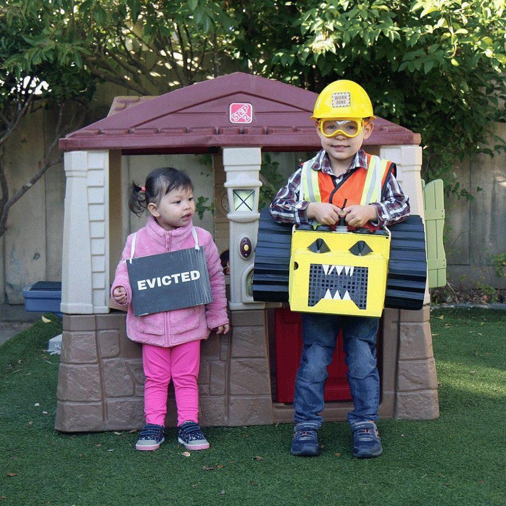 sibling costume sf theme